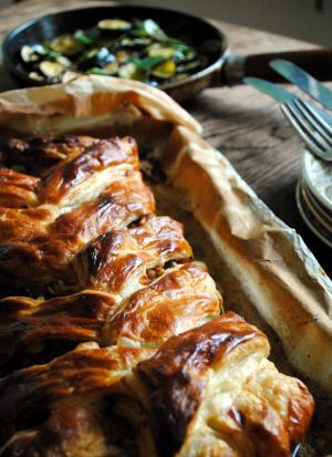 Bibliocook.com - Sausagemeat, Courgette and Apple Plait