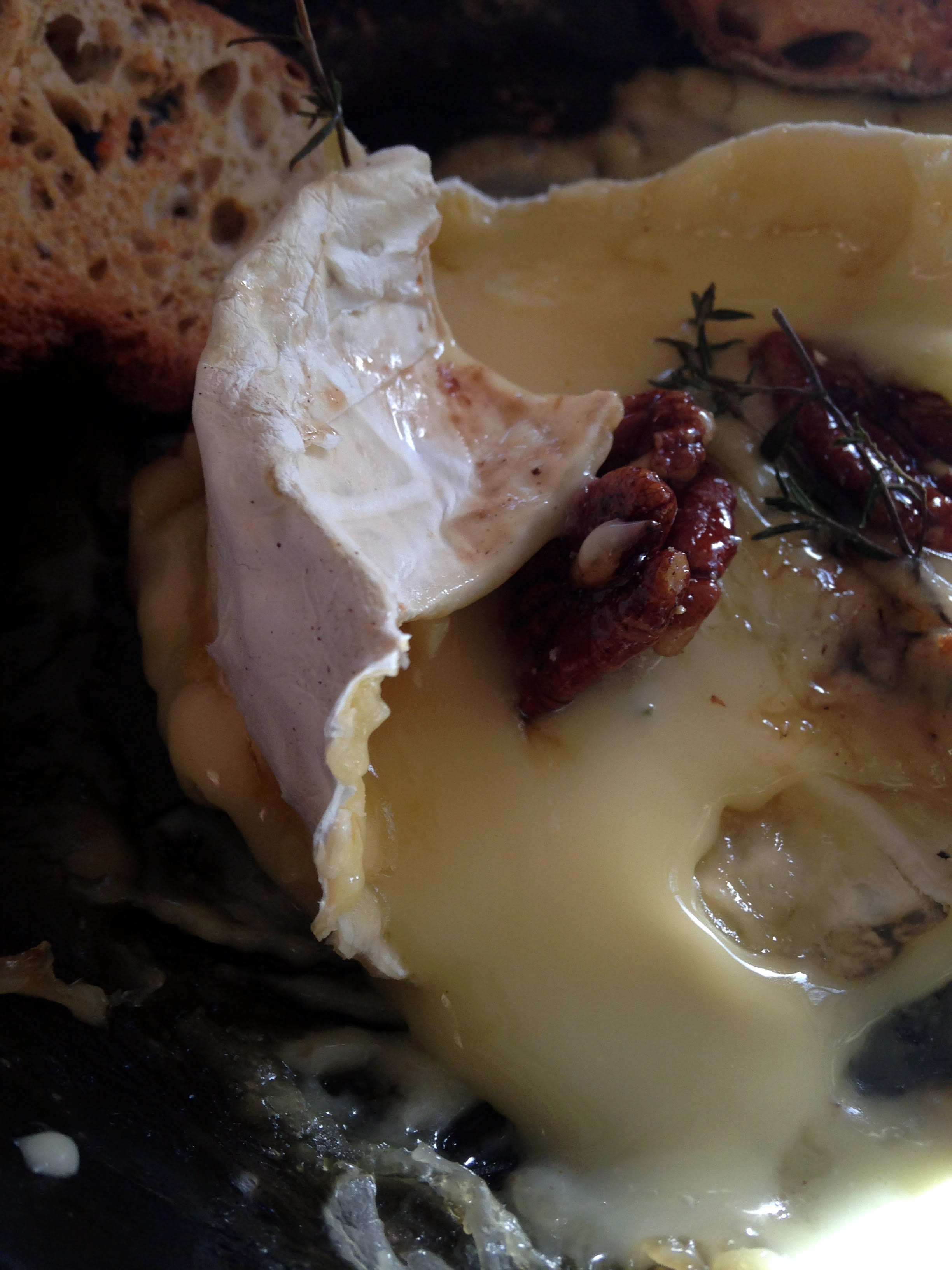 Bibliocook.com - Baked Irish Brie with Caramelised Maple Pecans and Thyme