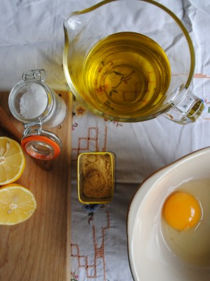 Bibliocook.com - homemade whole egg mayonnaise in the making