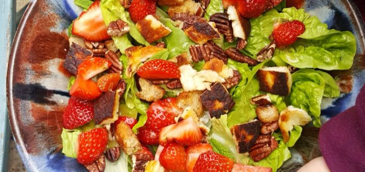 Bibliocook.com - strawberry and halloumi salad1