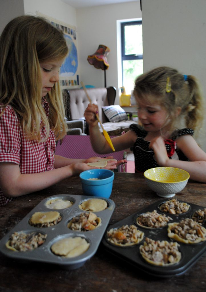 Bibliocook.com - Baking with children - Bilbo's pork pies