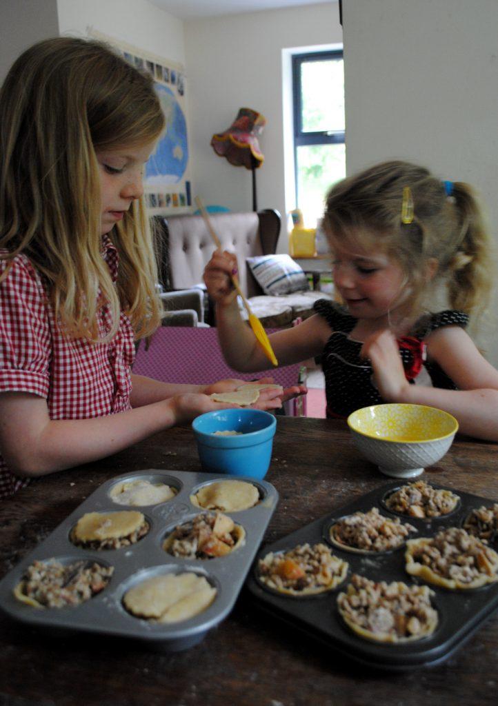 Bibliocook.com - Baking with children - Bilbo's pork pies