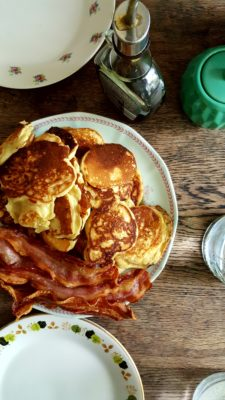 Bibliocook.com - butttermilk pancakes and bacon
