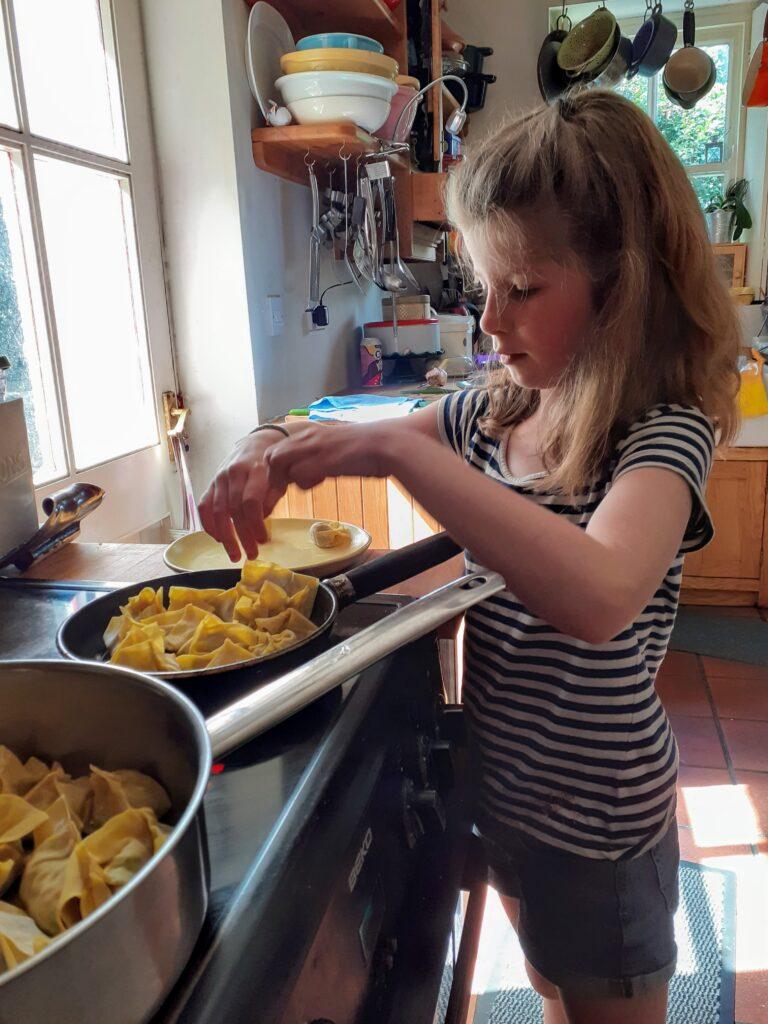 Bibliocook.com - Making potsticker dumplings