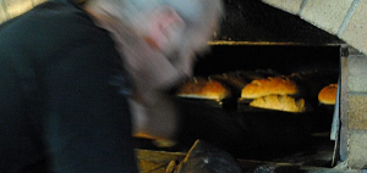 Bibliocook.com - Cloughjordan Woodfired Bakery - Joe Fitzmaurice checking bread in his woodfired oven